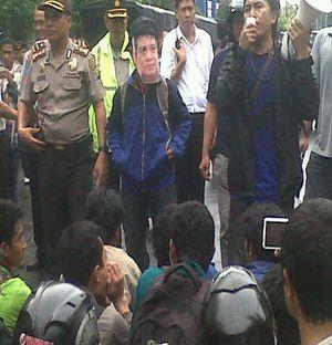 Parodi \Demi Tuhan\ Arya Wiguna Warnai Demo BBM