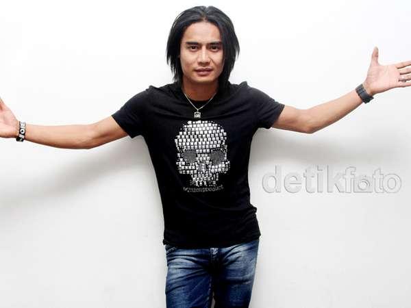 Charly Setia Band dan Kaus Tengkoraknya