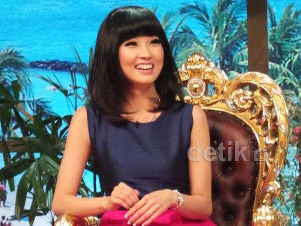 Wenda Tan Cantik Berponi
