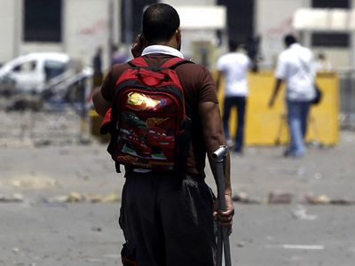 Kairo Mencekam, Warga Siaga dengan Tongkat
