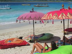 Bikini, Pantai, dan Matahari di Gili Trawangan