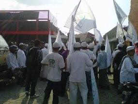 Massa FPI dan JAT Bersitegang dengan Polisi saat Sweeping Miras