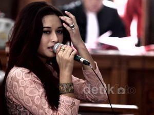 Presenter Cantik Jadi Saksi Kasus Pencurian Pulsa