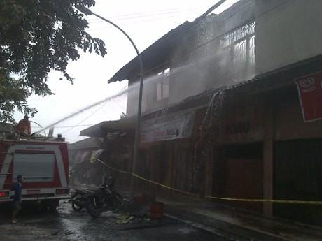 Api di Pasar Babadan Semarang Padam, Petugas Pemadam Tetap Siaga