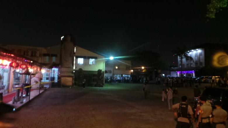 Ketika Bom Meledak, Acara Kebaktian di Dalam Vihara Terus Berjalan