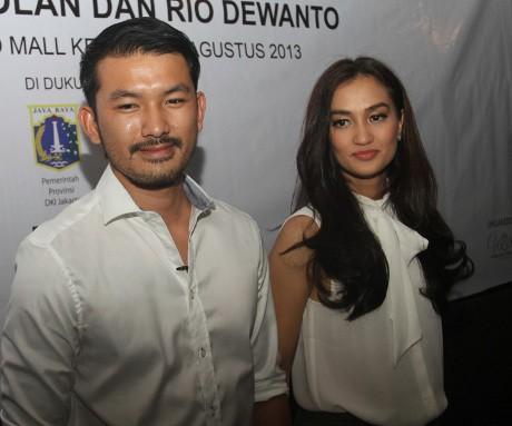 Pernikahan Atiqah Hasiholan dan Rio Dewanto Dibantu Pemda DKI