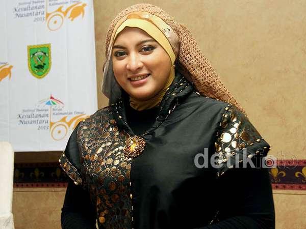 Jane Shalimar Berhijab