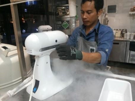 Berbahayakah Es Krim Yang Dibekukan Dengan Nitrogen Cair