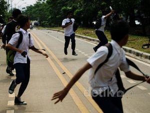 Warga Bubarkan Tawuran Pelajar SMP