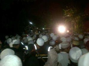 Disambut Doa dan Salawat, Jenazah Habib Munzir Tiba di Rumah Duka