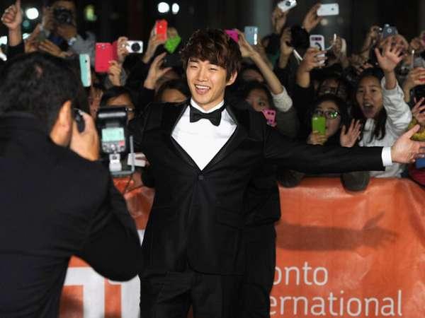 Junho 2PM Eksis di Festival Film Toronto