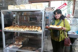 Roti Samuel, Cemilan Enak dari Danau Toba