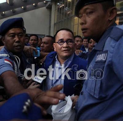Ditolak Jadi Ketua Komisi III, Ruhut Tertawa Termehek-mehek