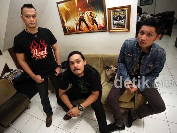 Ngobrol Bareng Andra and The Backbone