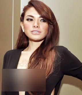 Nikita Mirzani Pre Wedding Sekaligus Foto untuk Majalah Playboy di Bali