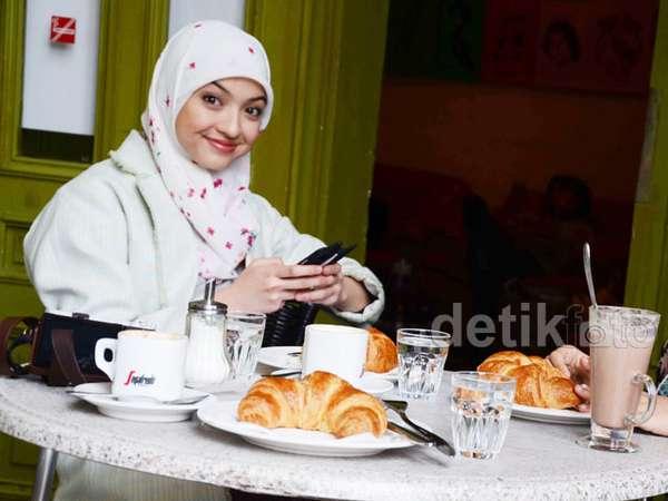 Fatma dan Makna Roti Croissant di Film 99 Cahaya di Langit Eropa