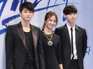 Yuri SNSD di Antara Lee Jong Suk dan Seo In Guk