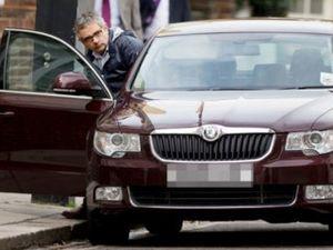 Pakai Mobil Biasa, Mr Bean Bosan dengan Supercar?