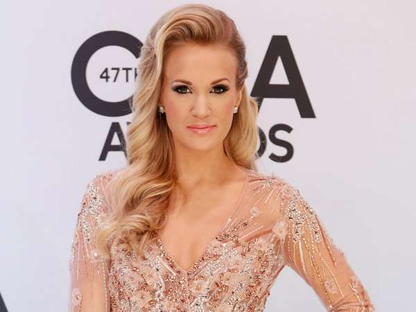 Wow, Cantiknya Carrie Underwood di CMA 2013
