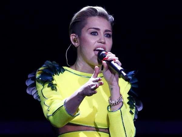 Miley Cyrus Ngejreng di Panggung Bambi Awards