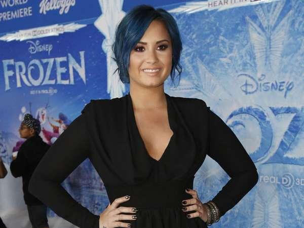 Rambut Biru Demi Lovato