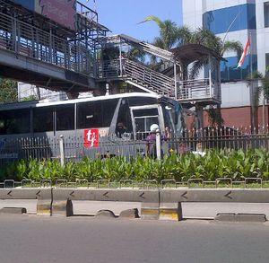 Akan Ditilang, Pemotor Penerobos Busway di Mampang Lari Terbirit-birit