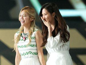 Hyoyeon dan Seohyun SNSD Berseri-seri di MAMA 2013