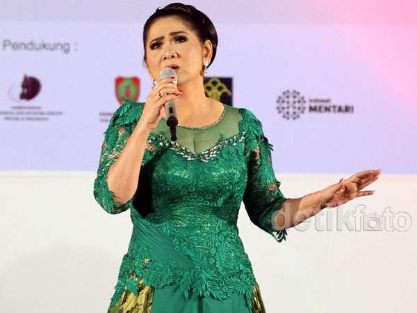Anggun Bergaun Hijau Vina Panduwinata