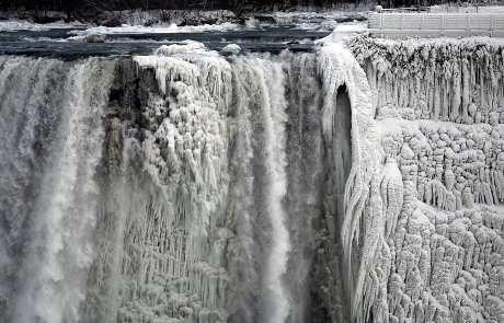 Air Terjun Niagara Beku, Apa yang Terjadi di AS dan Kanada?