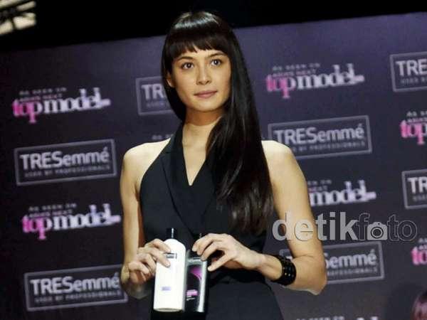 Rambut Hitam si Cantik Mariana Renata