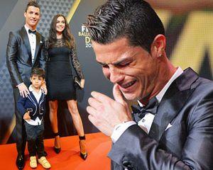 Foto: Cristiano Ronaldo Menangis di Atas Panggung