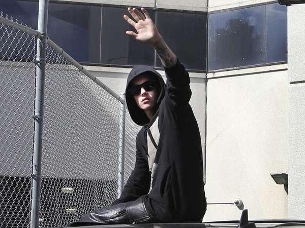 Tidak Ditahan, Justin Bieber Tersenyum
