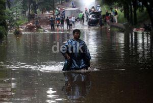 Program Kesehatan Pasca Banjir DKI Tertunda Akibat Hujan Deras