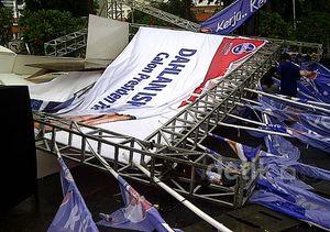Tenda Peserta Capres Konvensi PD Ambruk