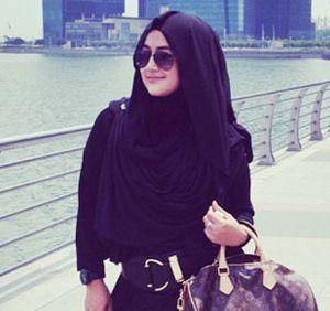 Hijab Style: Cantiknya Pipik Dian Irawati dengan Gaya Busana Sederhana