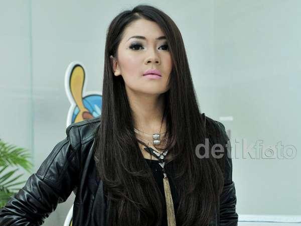 Rok Pink Metalik Indah Dewi Pertiwi