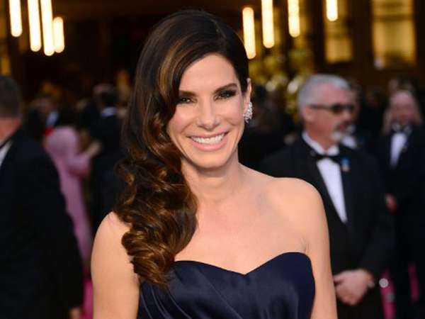 Sandra Bullock Elegan di Red Carpet Oscar 2014