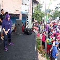 Walikota Risma Pimpin Goyang Caisar di Car Free Day