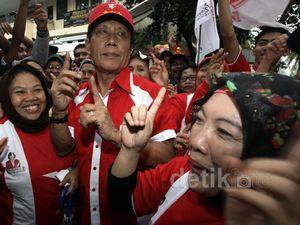 Bang Yos Joget Dangdut Bersama Massa PKPI