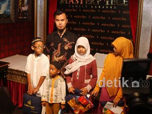 Ahmad Dhani Bersama Anak-anak Korban Kecelakaan