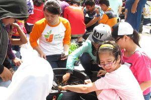Cerianya Anak-anak SLB N 05 Petamburan Belajar Berkebun