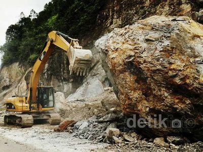 Jalan Lintas Riau-Sumbar Tertimbun Longsor
