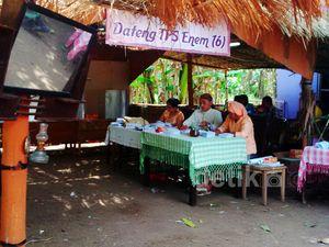 Melihat TPS dari Jerami di Gang Manohara Pasuruan