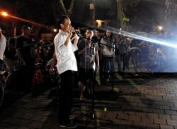 Jokowi Ikut Bernyanyi Saat Lagu Bob Marley Dibawakan di Taman Suropati