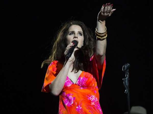 Lana Del Rey Berbunga di Festival Musik Coachella
