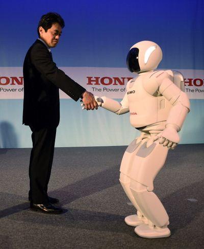 Robot Asimo yang Beranjak ABG