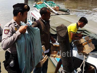 Distribusi Kertas UN di Pulau Terpencil Riau