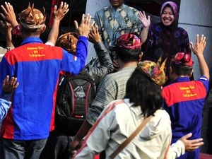 Risma Rayakan May Day Bareng Buruh