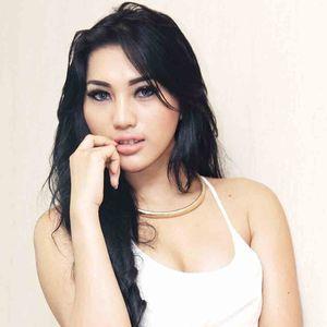 Cicha Claudya, dari Pramugari ke Model Seksi