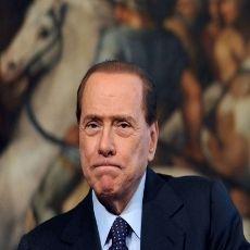 Jalani Hukuman Melayani Masyarakat, Berlusconi Jadi Relawan di Rumah Sakit